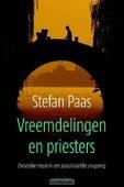 Vreemdelingen en priesters - Paas, Stefan - 9789023970446